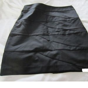 The-Limited-Black-Skirt-Size-8-with-pattern  NWT